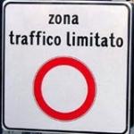 «Sindaco, chiuda al traffico motorizzato il centro storico»
